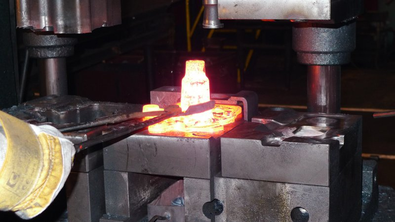closed die steel forging